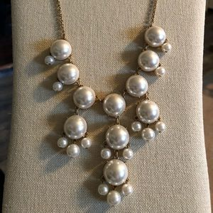 Jewelry - Fun faux pearl statement necklace